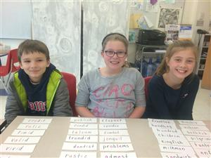Syllable division sort with Alex, Maddy and Cate!
